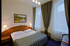 Superior twin double room_Cronwell_Inn_Stremyannaya_hotel_S.Petersburg.jpg