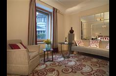 Hotel-Astoria-St-Petersburg-Deluxe-Junior-Suite.jpg